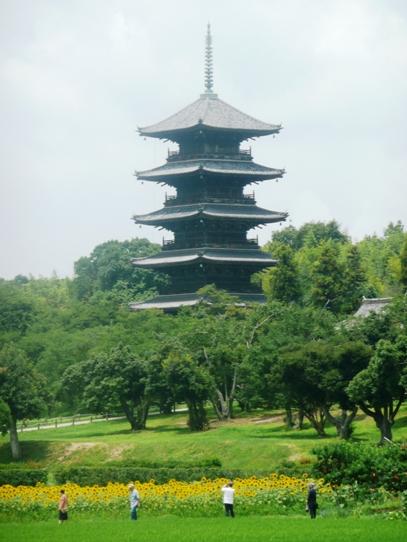 ヒマワリと五重塔1040961.jpg