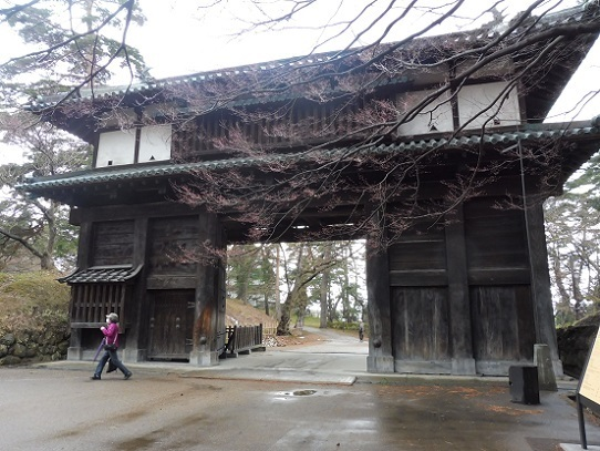 弘前城二の丸南門1220123.jpg
