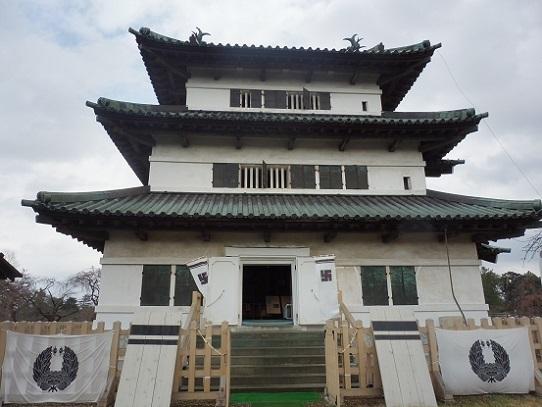 弘前城天守閣1220134.jpg