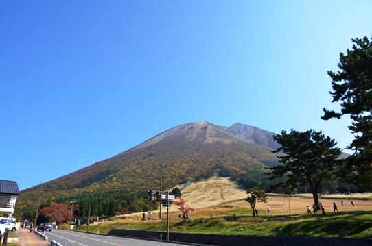 桝水高原から見た大山7768.jpg