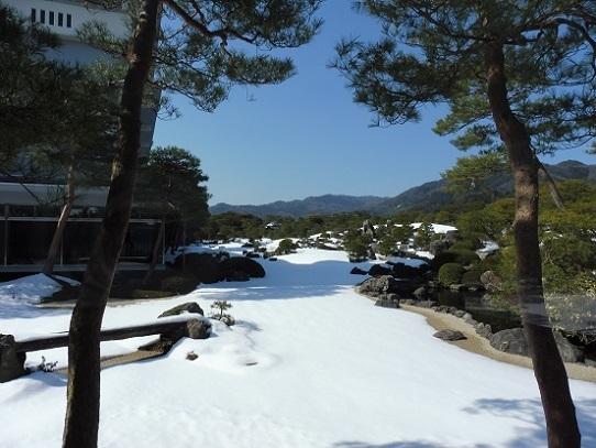 雪の足立美術館1200101.jpg