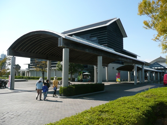 高知県立美術館1040602.jpg